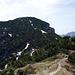 Vom Vorgipfel Bocca di Val Marza (1863m) - Blick zurück auf den Corno d. Marogna. Die Anstiegsroute (tw. noch schneebedeckt)führt direkt zum Gipfel.