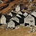 Il bel nucleo di cascine in pietra del Monte del Corgell