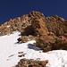 """Der erste """"Flaschenhals"""" auf der Normalroute. Auf dem Felsen mit den vielen Berggängern rüsteten alle auf Steigeisen um."""