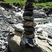 Wie von Geisterhand türmen sich die Steine aufeinander. Man könnte den ganzen Tag damit verbringen