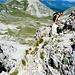 Discesa dalla cresta nord verso la Sella dei Grilli e il Pizzo Intermesoli