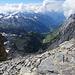 Blick vom Gipfelgrat ins Tal