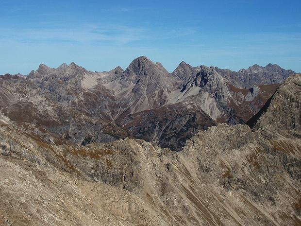 Hauptkamm und rechts die Hornbachkette