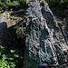 Домбай (Dombaj):<br /><br />Bergführer Алекс (Aleks) im Aufstieg an der Felsnadel westlich vom Bergdorf. Die Kletterschwierigkeiten am wuchtigen Pfeiler liegen bei V - gar nicht einfach nur mit Bergschuhen!