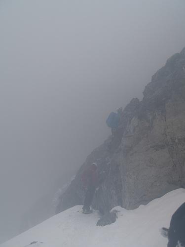 Die Felsstufe wo man nach dem Traversieren auf den Glescher kommt.<br />(Bild ebenfalls im Abstieg aufgenommen)