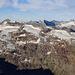 Sterbende Gletscher-Resten und spannende Geologie am Piz Fora vor den Gipfeln des Bergells