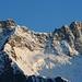 Fels und Licht – um spielt von der Abendsonne. Der Young-Grat besticht durch Klarheit; eine meiner schönsten Bergtouren.