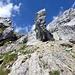 Der Fels in der Bildmitte wird links umgangen.