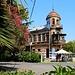 Аҟəа / Сухум (Ak̄°a / Sukhum):<br /><br />Schönes Gebäude am Platz beim Hafen der abchasischen Hauptstadt.