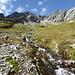 Aussicht von Osten auf Cambrialas Südgipfel, links die tiefste Scharte, links darüber die Scharte die ich von Westen erreicht habe, am linken Bildrand noch der Piz Colmet