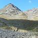 Ein Blick zurück: schöne, wilde Landschaft mit Schwarzhorn