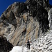[u Alpenorni] am Fuß der prägnanten Felswand.