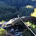 Tiefblick garantiert! Der Klettersteig geht im ersten Teil eine prächtige Felswand hoch.