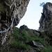 Im mittleren Teil muss man sich für einen der drei unterschiedlichen Klettersteige entscheiden. Via Wanderweg gelangt man zu einem weiteren Einstieg. Man hat hier auch die Möglichkeit Auszusteigen.