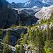 Vom Gletscher geprägte Landschaft. Ganz klein sieht man schon die Dossenhütte.