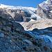In wilder Landschaft geht es ins Tal hinein und dem Gletscher entgegen