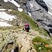Der weitere Aufstieg nach dem Rosenlauibiwak. Das Gelände bleibt steil.