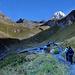 Kurz hinter der Lucknerhuette auf ca. 2300m. Der Anstiegsweg (T2) ist perfekt angelegt und liegt um diese Zeit noch im Schatten.