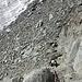 Um wieder vom Gletscher wegzukommen, muss man schon die Hände aus dem Hosensack nehmen. Das Fixseil ist durchgescheuert und reicht nicht bis unten...