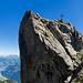 Gipfelkopf Ruchälplistock mit pausierendem Wanderer
