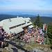 Das gut besuchte Osserschutzhaus. Es liegt direkt unterhalb des Gipfels und genau an der Staatsgrenze.