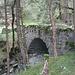 im Aufstieg von Trin wird diese wuchtige Steinbrücke passiert