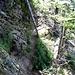 Im Abstieg hilft ein Seil.