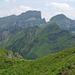 Gamsberg (2385m), Sichelchamm 82269m), davor der Höchst (2025m)
