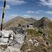 """Unterwegs zwischen Marishki Chal / Маришки чал und Golyam Bliznak / Голям Близнак - Hier bereits auf dem felsigen Grat der """"Bliznatsite"""" (Близнаците), etwas oberhalb des Wanderweges."""