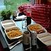 Currywurst mit Pommes, ein nicht besonders gesundes aber sehr leckeres Abendessen von Tommy's Imbiss, gleich um die Ecke. Sehr empfehlenswert! (Aufnahme vom 30. Sept.)