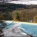 Kurz nach Chevenez; es kriechen noch blaue Schatten über die frostige Landschaft.