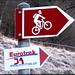 Um die Wege zu schonen, werden die Biker gebeten, nur die Hinterräder einzusetzen. Die Eurotrek-Wegweiser sind liebevoll von Hand korrigiert und/oder ergänzt worden.