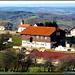 Mit 38 Einwohnern war <b>Roche-d'Or</b> 2007 (vor der Fusion Ende 2008) die kleinste Gemeinde im Kanton Jura. Nach meinem Besuch hatte ich allerdings den Eindruck, dass die Bevölkerung kaum mehr im zweistelligen Bereich liegt. Ich rufe daher alle <b>gebärfreudigen Mädels</b> auf, sich subito in Roche-d'Or niederzulassen!