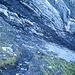 Anhand der weiss-blau-weissen Markierung am Fels kann man erkennen, wo der Weg verläuft.