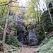 Die Felsengalerie im Leibertinger Tobel umgeht man rechts über den Wanderweg