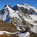 Sicht etwa 120m oberhalb der Berghütte zur dreigipfligen Kette Six du Doe (2722m), P.2841m und Grand Chavalard (2898,9m).<br /><br />Unter dem Six du Doe ist der Col de Fenestral (2453m) wo wenige Meter darunter auch die gleichnamige Cabane du Fenestral (2435m) erkennbar ist.