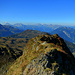 Blick über den Gipfelgrat nach Westen.