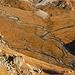 Tiefblick von Cogn dei Lavaz zur Piano della Greina mit dem mäandrierenden Brenno