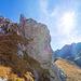 Schöner Abstieg entlang eindrücklicher Felswände