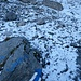 Bei der Abzweigung auf 1988 m Höhe ist der Weg weiss überzuckert.