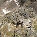 Abstieg am Südgrat. Es wirkt steiler als es ist. Das Gelände ist gut gestuft (T4 I)