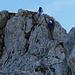 Der steile Abstieg via Kette am Chaiserstock-Grat.