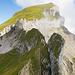 Rückblick zum Forstberg: Unter dem interessanten Grat kann man die Wegspur sehen.