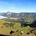 Im Vordergrund die Alpen Füdlen und Tröligen