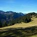 Hier nun über die Wiesen zur Valscherinahütte