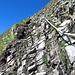 hier geht es steil aber recht griffig hinauf zur Mittagsspitze, es ist die steilste Stelle. Gemäss dem Beschrieb von Hikr Pro-Mitglied Alpstein soll hier eine Kuh hinauf gelaufen sein