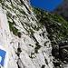 Der Weg führt teilweise steil dem Fels entlang nach oben, wie man sieht bereitet dies keine grossen Probleme