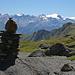 Beim Passo di Gana Negra, am Horizont von links Pizzo Cassinello (3102m), Pizzo di Cassimoi (3128m und 3129m), Cima di Fornee (3056m), Güferhorn (3383m), Piz Jut (3129m), Grauhorn (3260m) und das Rheinwaldhorn (3402m)