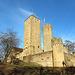 Die Starkenburg (295m) auf dem Schlossberg, oberhalb von Heppenheim. Der quadratische Kanonenturm dient seit 2009 als Wohnturm der Jugendherberge.