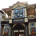 Der Haupttempel in Pashupatinath. Den Tempel hinter diesem Tor dürfen nur Hindus betreten.